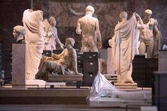 El museo francés activa los protocolos de alerta preventiva, que incluyen trasladar los cuadros y esculturas