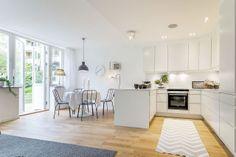 Kitchen Muurame-henkiset laatikostot ja ovat voisivat olla erinomaiset 60-luvun asuntoon.