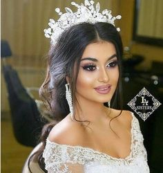 Learn about these bride makeup Image# 4921 Quince Hairstyles, Bride Hairstyles, Wedding Beauty, Wedding Makeup, Bridal Hair And Makeup, Hair Makeup, Quinceanera Hairstyles, Bridal Hair Accessories, Wedding Looks