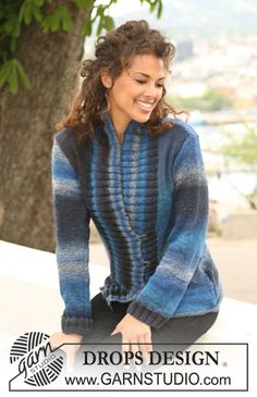 """DROPS jacket in stockinette st with wide front bands in rib in """"Delight"""". Size S-XXXL. ~ DROPS Design"""
