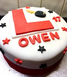 birthday learner drivers cake Great cake to announce surprise driving lessons ❤️ Birthday Cakes Girls Kids, Cake Table Birthday, 17th Birthday, Birthday Candles, Birthday Board, Teen Cakes, Girl Cakes, Thomas Cakes, Happy Birthday Posters