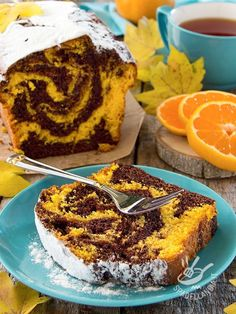 The variegated orange plumcake is a real delight, ideal when you want a homemade dessert, good and fragrant as per tradition. Bolo Cake, Torte Cake, Sweet Recipes, Cake Recipes, Dessert Recipes, Vegan Desserts, Easy Desserts, Plum Cake, Cooking Cake
