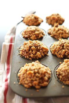 VEGAN BANANA CRUMBLE TOP MUFFINS! minimalistbaker.com recipes #vegan @Dana Shultz | Minimalist Baker