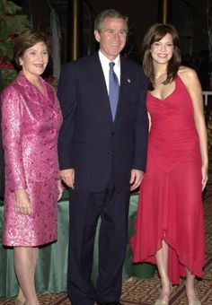 Mandy Moore with George W. Bush and Mrs. Bush. 2001