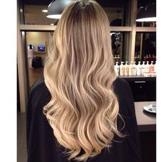 Love the casual waves. Balayage Ombré, Hair Color Balayage, Cut Her Hair, Hair Cuts, Hair Inspo, Hair Inspiration, Blonde Hair Looks, Hair Photo, Pretty Hairstyles