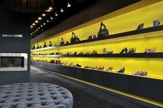 Boutique Chaussures Paris - rue St Dominique MDF laqué, éclairage led