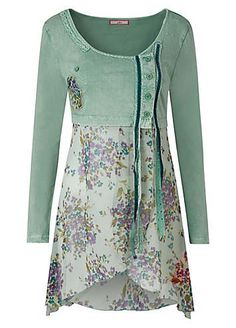 This enchanting tunic comes with a cropped jersey bodice and flowing floral georgette skirt, a romantic choice for Summer. Simply pair with leggings or a g Diy Clothes, Clothes For Women, Refashion, Plus Size Fashion, Ideias Fashion, Creations, Cute Outfits, Tunic Tops, Green Goddess