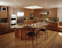 Cherry Shaker Kitchen. Transitional Kitchen Design #11 (Kitchen-Design-Ideas.org)