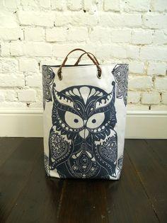 Starry Owl hamper with leather handles por papatotoro en Etsy