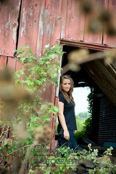senior photography barn rustic shabby rural Sarah Gaylor Photography | Columbus Ohio Wedding Portrait and Commercial Photography