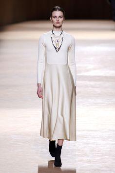 Hermès at Paris fall fashion week 2015 Fall Fashion Week, Fashion Week Paris, Milano Fashion Week, Autumn Fashion, Fashion Line, White Fashion, Love Fashion, Fashion News, Fashion Show