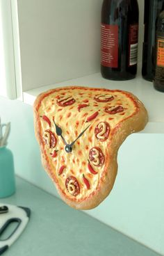 Melting Pizza Clock... Nice Italian twist to Mr. Dali's work... cute for a kitchen!