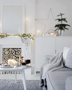 8 Splendid white rooms just in time for a White Christmas (Daily Dream Decor) Christmas Interiors, Scandinavian Christmas, Cozy Christmas, White Christmas, Christmas 2017, Simple Christmas, Home And Living, Living Room, The White Company