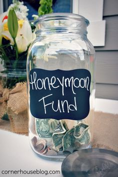 Honeymoon fund jars | Wedding Ideas / Honeymoon Fund jar at the bar