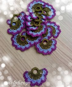 This Pin was discovered by Elm Crochet Flowers, Crochet Lace, Crochet Edging Patterns, Hand Embroidery Videos, Crochet Symbols, Irish Crochet, Tatting, Diy And Crafts, Crochet Earrings