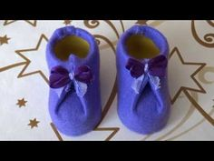 How to make a shoe for dolls,gnomes using a kinder egg and felt. Craft Day, Craft Gifts, Christmas Gnome, Handmade Christmas, Crafts To Make, Holiday Crafts, How To Make Boots, Doll Shoe Patterns, Clothes Patterns