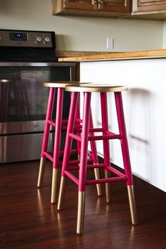 Gold-dipped decor and furniture is a hot design trend this year, but no need to splurge to incorporate this craze into your home. Here are 6 DIY projects that will bring the right dose of gold at the right price tag.Gold-dippedbar stoolsStep up those generic bar stools with a little gold spray paint and an afternoon. Find the instructions atHoney Bear Lane.Goldcaviar coastersPut that lat