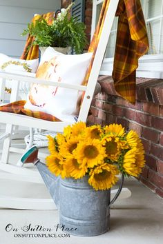 Easy Front Porch Decor for Fall | Tips and ideas for adding autumn decor to your front porch. Pumpkins and cozy throws add a warm and inviting touch.