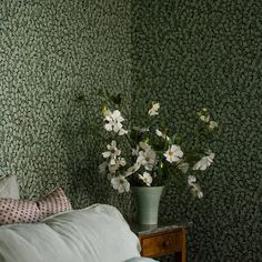 The wallpaper pattern Hazel from Boråstapeter Dark green wallpaper Dark Green Wallpaper, Classic Wallpaper, Red Cottage, Green Theme, Nordic Home, Mural Wall Art, Pattern Wallpaper, Wallpaper Borders, Contemporary Interior
