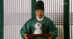 """""""Jung Eunpyo from The Moon Embraces the Sun knows how to enlighten the atmosphere"""" this guy made me laugh so much XD"""
