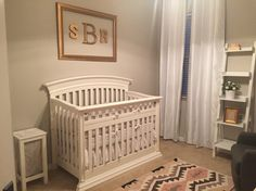 Simply chic. #nursery #girlsroom #babyroom #babygirl #decorations #interiordesign