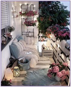 Creating a Home Oasis – Top 10 Small Balcony Ideas - - Not everyone can or wants to live in a house with a garden but everybody needs a retreat from the hustle and bustle of city life. Apartment Balcony Decorating, Apartment Balconies, City Apartments, Porch Decorating, Cozy Apartment Decor, Patio Decorating Ideas On A Budget, Diy On A Budget, Outdoor Patio Decorating, Decorating Small Apartments