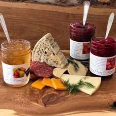 Use of cheese and jam pairings for making standout cheese plates for at-home entertaining. Includes a Cheese and Jam Pairing Chart for Ideas Cheese Dishes, Cheese Platters, Gourmet Food Gifts, Gourmet Recipes, Dessert Recipes, Desserts, Charcuterie Gift Box, Charcuterie Board, Cheese Festival