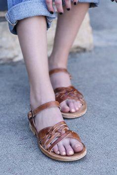 SENADO, adorable tan sandal that timeless and comfortable, and integrates old world craftsmanship.