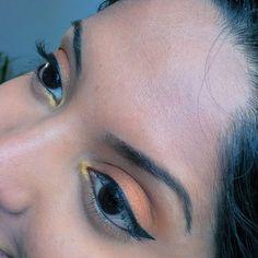First #makeuplook using my new #makeupgeek #vegaslights #palette. Shadows used are: #SinCity (eyelid), #DesertSands (crease), #Mirage (browbone highlight) and #Casino (tear duct). #crueltyfree #makeup #brownskin #blackeyes #motd