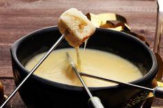 Egy finom Egyszerű sajtmártás ebédre vagy vacsorára? Egyszerű sajtmártás Receptek a Mindmegette.hu Recept gyűjteményében!