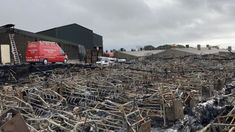 חוות הרבעת חזירים בצפון אירלנד, מהגדולים באירופה, עלתה באש, ואלפי חזירים נספו - כך מדווחת רשת BBC.