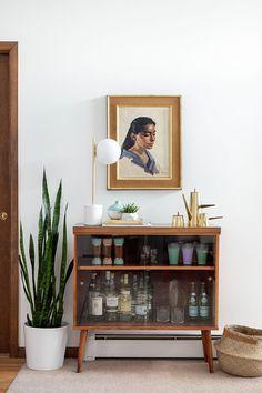 retro home decor My Favorite Thrift Store (Furniture) Scores Thrift Store Furniture, Home Furniture, Refurbished Furniture, Repurposed Furniture, Furniture Refinishing, Furniture Design, Furniture Online, Discount Furniture, Furniture Ideas