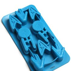 Freeze your ice into various Star Trek theme shapes with this officially licensed Star Trek Ice Cube Tray! Made of durable silicone, this tray produced 8 ice cubes made to resemble the starship Enterprise and the Federation logo. Star Trek Birthday, Star Trek Party, Star Trek Theme, Star Wars, Star Trek Symbol, Enterprise Ship, Scotty Star Trek, Star Trek Wedding, Ice Cube Trays