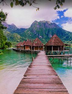 Bungalows on Seram Island / Indonesia (by   Virna Tendean).