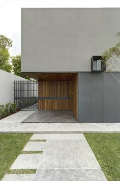 Built by Elías Rizo Arquitectos in Zapopan, Mexico with date Images by Marcos García. The commission for casa Oval came from a young family with clearly defined needs and aspirations. Design Exterior, Facade Design, House Design, Architecture Résidentielle, Building Exterior, House Entrance, Facade House, New Homes, Villa