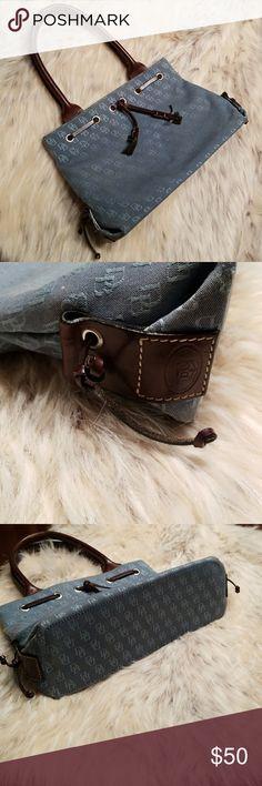 DOONEY AND BOURKE SIGNATURE PRINT DENIM COLOR BAG DOONEY AND BOURKE SIGNATURE PRINT DENIM BLUE COLORED BAG. ADORABLE. VINTAGE DOONEY BAG. FOUR INTERNAL POCKETS. MAGNETIC CLOSURE. PRELOVED. SMOKE FREE. Dooney & Bourke Bags