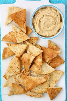 Baked pita chips brushed with olive oil and a sprinkle of sea salt, perfect for dipping at tailgates and parties. Can use more than just sea salt- garlic salt or lemon and pepper seasoning. Easy Snacks, Yummy Snacks, Healthy Snacks, Yummy Food, Appetizer Recipes, Snack Recipes, Appetizers, Baked Pita Chips, Crispy Chips