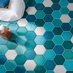 Shades of #blue peeking through the cloud-like white #tiles for today's #TileTuesday. Made in #Italy these heavenly #hexagon creations are by #Cerasarda specifically from their Sardinia collection.  // #artisan #architecture #arquitetura #backsplash #bathroomdesign #ceramics #designhounds #designinspiration #decor #floortiles #home #homeinspo #homestyle #instadecor #instafab #interiordesign #interiorinspiration #pattern #textures #tiledesign #tileometry #tile #tileaddiction #coverings2016 by…