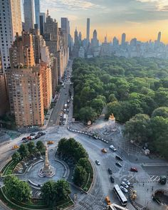 Wishing you a happy Monday, October 2019 from all of us at Viewing NYC! Here's what the weather looks like in the City right now. City Aesthetic, Travel Aesthetic, Teatro Da Broadway, Columbus Circle, New York Life, Nyc Life, City Vibe, New York City Travel, New York Photos