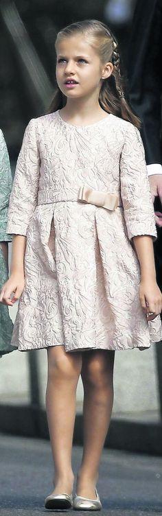 El Rey Felipe VI inicia el traspaso de la Fundación Príncipe a la Princesa Leonor      El monarca mantendrá este año la presidencia de honor y entregará los galardones el 24 de octubre en Oviedo     La institución y los premios adoptarán en 2015 el nombre de Princesa de Asturias