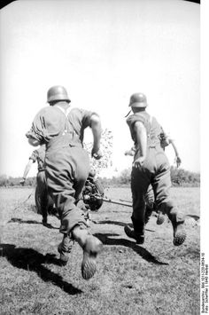 German gunners running to reach their Nebelwerfer. Russia 23 September 1943