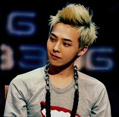 Kwon Ji Yong 권지용 aka G-Dragon 지드래곤 is an inspiring musical artist and rapper. (Leader of the group Big Bang.) It's virtually impossible not to fall in love with this man. Born August 1988 so naturally, 8 is a special number for him. Gd Bigbang, Bigbang G Dragon, Daesung, Sung Lee, G Dragon Top, Choi Seung Hyun, Big Bang, Kpop, Jiyong