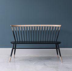 Banc avec dossier Love Seat / L 117 cm - Réédition 1955 Dégradé noir / Bois - Ercol