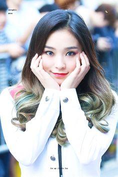 Her smile melts my heart Kpop Girl Groups, Korean Girl Groups, Kpop Girls, Extended Play, Jiu, Brown Eyed Girls, Fandom, Shows, Aesthetic Photo
