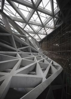 ZAHA HADID ARCHITECTS, GUANGZHOU OPERA HOUSE: construction photo.