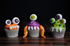 Here is our third instalment of our fang-tastically ghoulish Halloween Tutorial series for this month! This week we show you how to whip up and decorate a batch of fun D.Y Monster Cupcakes. These vibrant cakes are perfect for getting children invol Spooky Food, Easy Halloween Food, Cute Halloween, Spirit Halloween, Holidays Halloween, Halloween Treats, Brain Cupcakes, Spider Cupcakes, Ghost Cupcakes