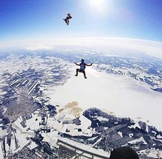 With training comes perfection by @jeminamoilanen #liveloveextreme #extremephotography #extreme #sky #skydiving #skydiver #skydive #white #blue #clouds #snow #nofears #nofear #upsidedown #partners #amazing #adrenaline #adrenalinerush