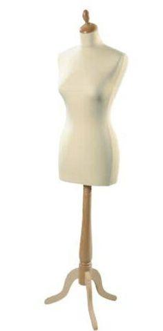 Buste Mannequin Femme de couture sur pied. NEUF / Direct Fabricant.  Taille 38-40 OU 34-36  Housse Écrue, Noire ou Gris perle  Boiserie Naturelle ou Noire  Matière Buste:...Polystyrène Boiserie :.......... Hêtre massif Housse :............Lycra Hauteur:............1m50 à 1m80