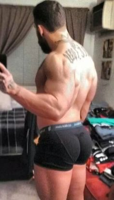 A reason to do squats and lunges, Men's Leg Workouts (massive, glutes, men's glutes, men's fitness, workout, tattoos) http://workoutzilla.com/best-leg-workouts-for-men/