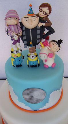 cake on minion head Pretty Cakes, Cute Cakes, Fondant Cakes, Cupcake Cakes, Despicable Me Cake, Minion Cakes, Minion Food, Gateaux Cake, Character Cakes